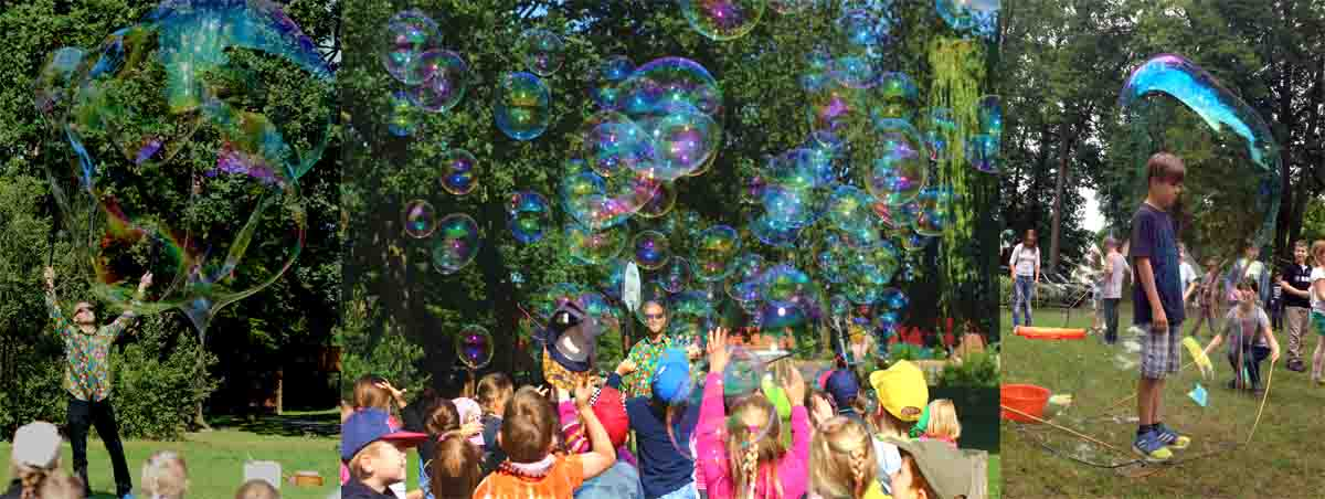 Riesenseifenblasen Vorführung und Mitmachaktion Seifenblasenfabrik Bubblebo