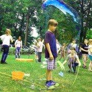Riesenseifenblasen, Mensch in Seifenblase