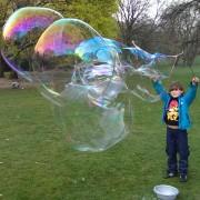 Mittelgroßer Drilling Spielzeug für Riesenseifenblasen Seifenblasenfabrik