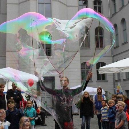 Seifenblasenfabrik Bubblebo Seifenblasenshow BMEL Riesenseifenblase Show 4