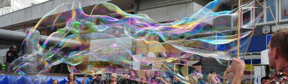 Riesenseifenblasen Straßenkunst Bubblebo Seifenblasenfabrik Stamp Hamburg