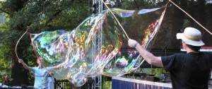 Riesenseifenblasen-Tunnel Seifenblasenfabrik Templiner Wasserspiele Bubblebo und Bubbleto