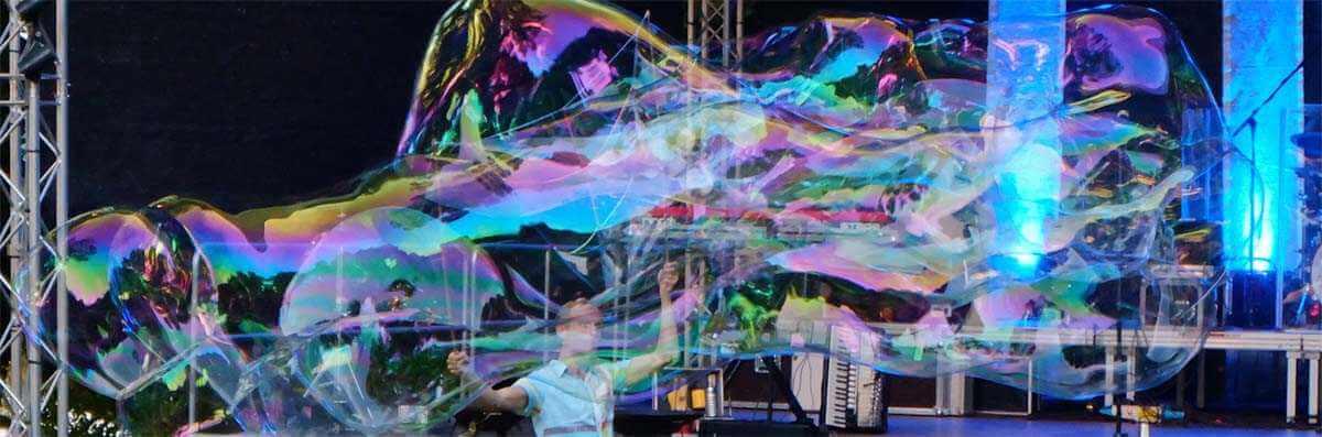 Show mit Riesenseifenblasen